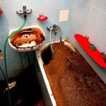 Последствия позднего обращения в аварийную службу при засорении стояка канализации