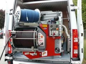 Машина для гидродинамической прочистке труб наружной канализации.
