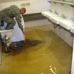 Последствия засорения трапа канализации на полу